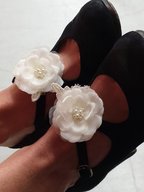 Weihnachtsfeier 2019 - Schuhe mit Blüten